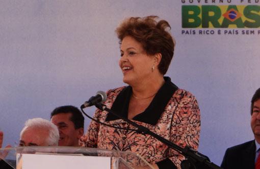 Dilma diz que cortar Bolsa Família é atentar contra 50 milhões de brasileiros