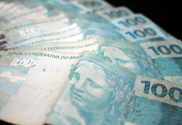 Inadimplente brasileiro deve, em média, R$ 3,2 mil, revela indicador CNDL/SPC Brasil