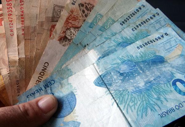 Governo do Estado vai antecipar salário de servidores