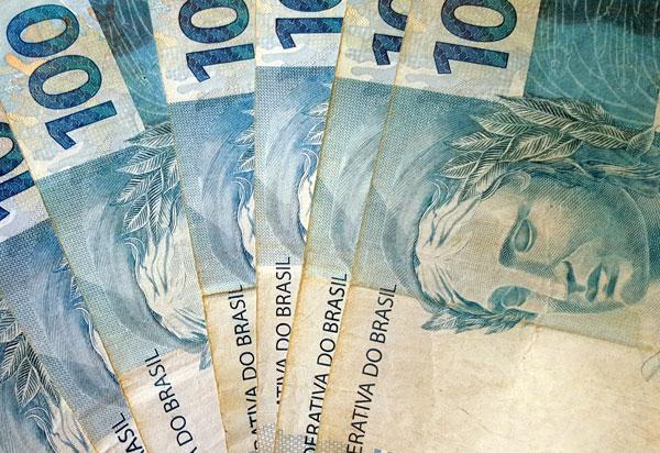 Além dos efeitos da crise, descontrole financeiro está entre principais causas da inadimplência no país