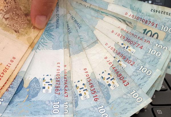 48% dos brasileiros não controlam o próprio orçamento, revela pesquisa CNDL/SPC Brasil