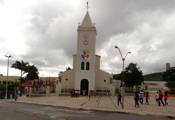 Diocese de Caetité: Bispo Diocesano Dom José Roberto Silva Carvalho emite nota com recomendação as paroquias devido a pandemia do vírus COVID-19