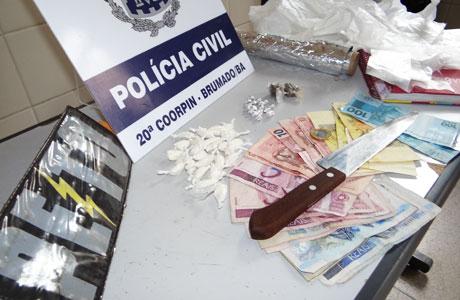 POLÍCIA CUMPRE MANDADO DE PRISÃO E APREENDE DROGAS