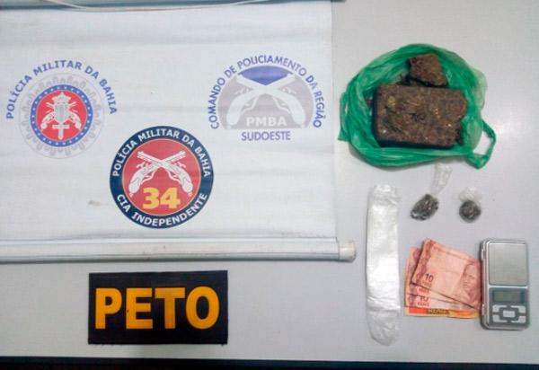 Brumado: dupla é detida e encaminhada à delegacia após ser flagrada com droga no Bairro Baraúnas