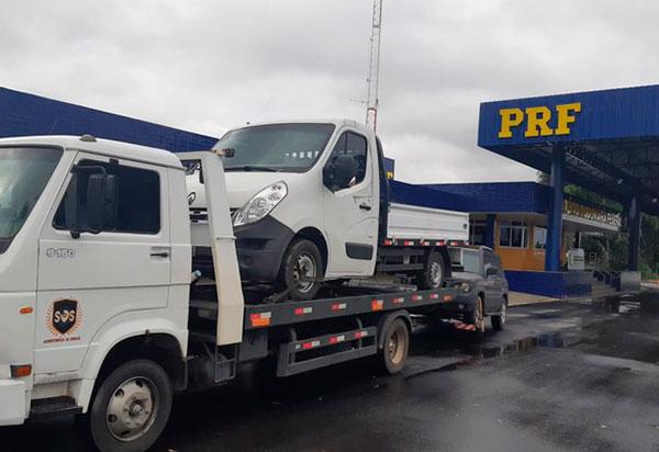PRF apreende 104 kg de cloridrato de cocaína escondidos em caminhonete sobre um guincho em Conquista
