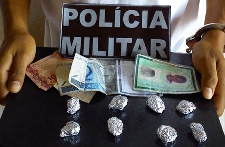 Aracatu: Polícia Militar detém jovem com drogas