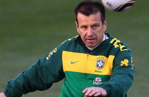 Dunga volta a ser o técnico da Seleção Brasileira;  anúncio será terça