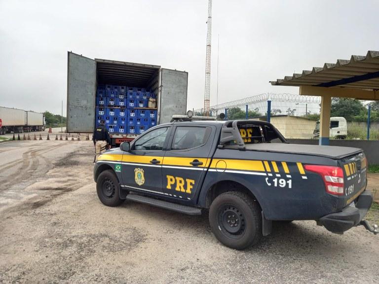 Quase 17 mil litros de cerveja transportados irregularmente são apreendidos pela PRF no sudoeste da Bahia