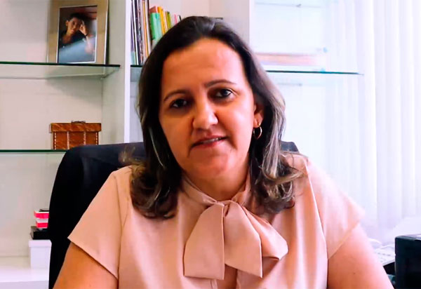 Ednéia Ataíde comemora retorno das aulas presenciais em Brumado