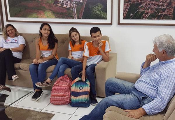 Brumado: alunos de Escola em Tempo Integral se reúnem com prefeito para apresentar melhorias e parabenizar pela iniciativa