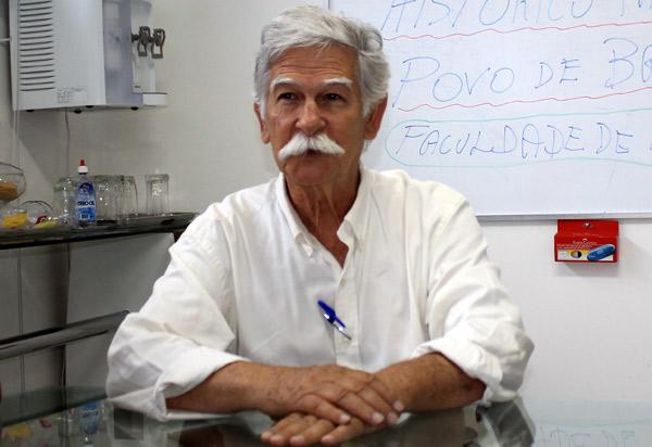 'Acredito que ninguém está satisfeito com o serviço de abastecimento de água e principalmente do esgotamento sanitário do município', diz prefeito Eduardo Vasconcelos