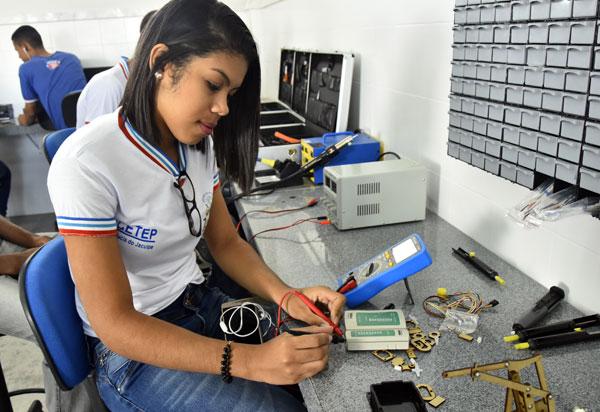 Secretaria da Educação do Estado abre matrícula do segundo   semestre para 17.310 vagas de cursos técnicos de nível médio