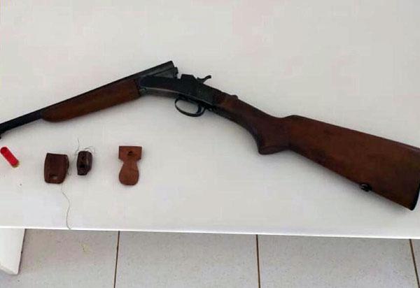 Caetité: Caesg apreende espingarda utilizada para caça
