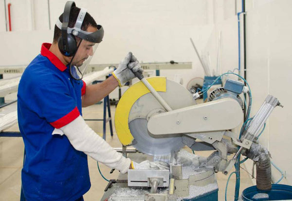Caculé receberá investimento de R$ 3 milhões com ampliação de indústria de esquadrias
