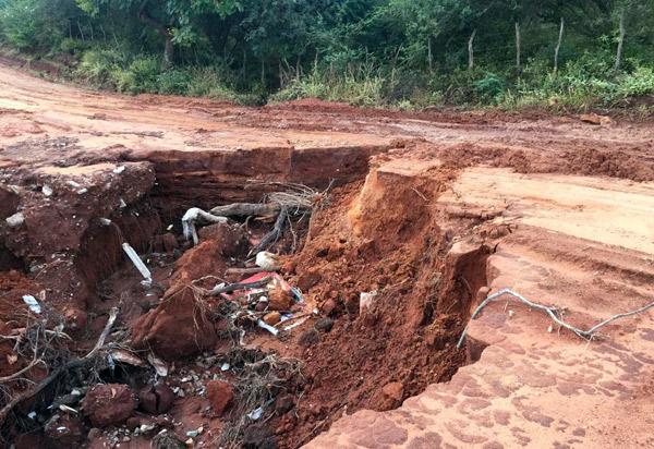 Brumado: moradores da comunidade Arrecife dizem que serviço 'mal feito' em estradas vicinais foi levado pelas chuvas