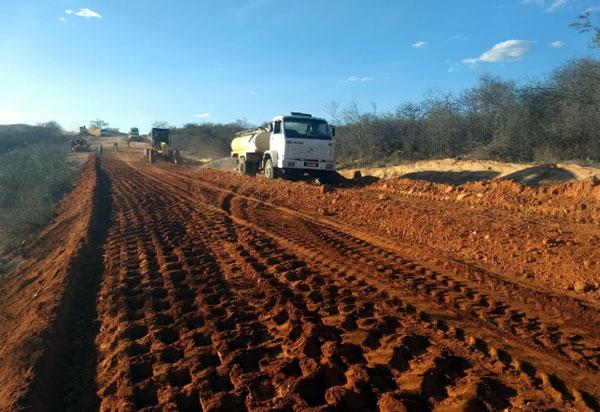 Obras de pavimentação asfáltica estão a todo vapor no trecho que liga Umburanas à Cristalândia
