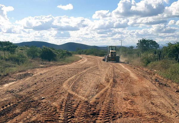 Brumado: prefeitura continua trabalho de requalificação das estradas vicinais do município