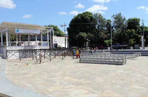 Brumado: Começa a montagem do palco para a festa do aniversário do município