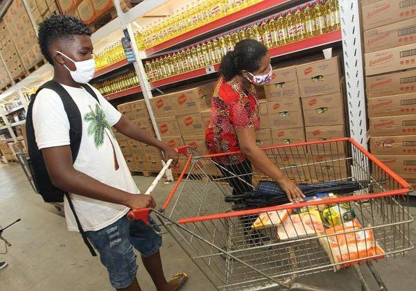 Mais de 267 mil estudantes já receberam o vale-alimentação estudantil