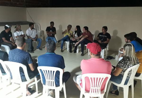 Brumado: Fabrício Abrantes participa de reunião com artistas locais