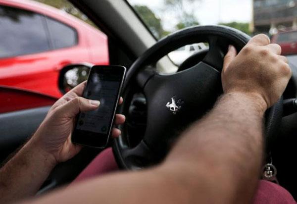 Segundo Renainf, multas por uso de celular ao volante crescem 33% em 2018