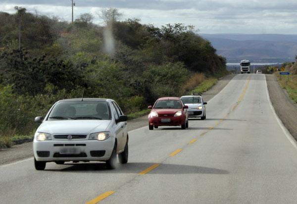 Regra do farol baixo em rodovias foi alterada e começa a valer em 2021