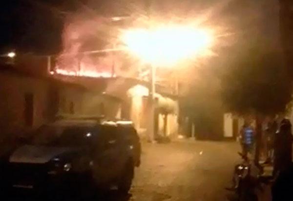 Brumado: Alcoolizado, homem incendeia a própria casa