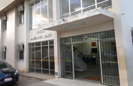 BRUMADO: JUSTIÇA ELEITORAL APREENDE CAVALETES