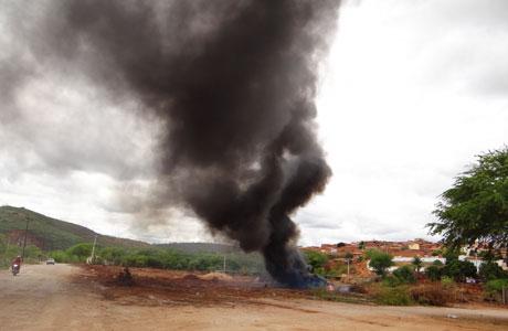 Brumado: Queimada próximo a Ponte do Padre faz muita fumaça