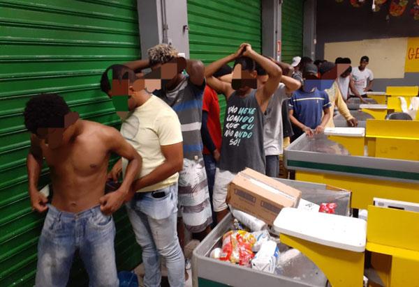 Mais de 30 pessoas tentam furtar lojas em Salvador e são detidas pela Polícia Militar