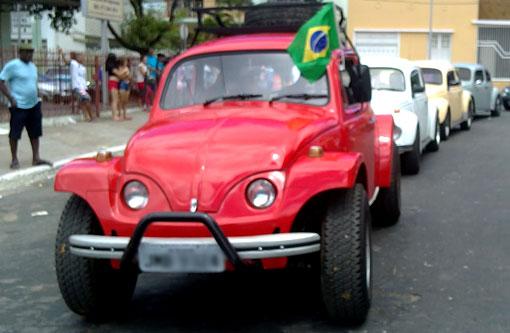 Brumado: Fusca personalizado pelo artista plástico Enilson Meira foi atração no desfile de 7 de setembro