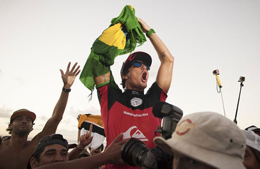 Medina conquista título inédito do surfe mundial para o Brasil