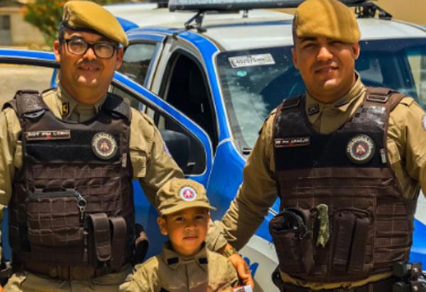 Presidente Jânio Quadros: policias da 34ª CIPM fazem surpresa em aniversário de menino de 05 anos