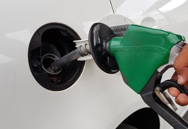 Petrobras reduz preço da gasolina nas refinarias em 6,35%