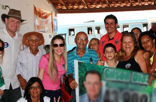 Gilson Dias visita comunidades em Caraíbas  e participa de caminhada em Brumado