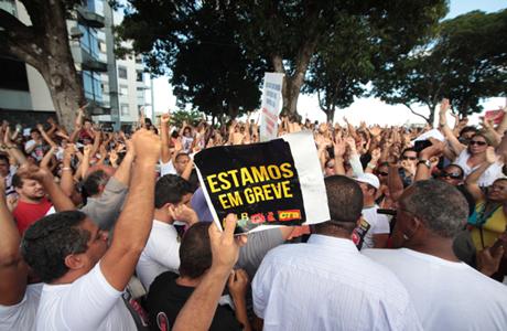 PROFESSORES DA REDE ESTADUAL DECIDEM MANTER GREVE