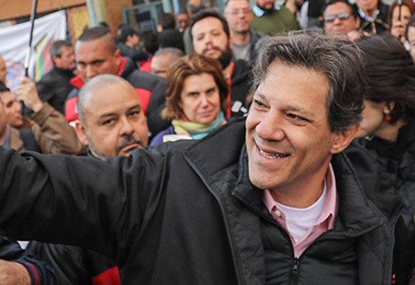Haddad é confirmado candidato à Presidência pelo PT; medida foi aprovada pelo ex-presidente Lula
