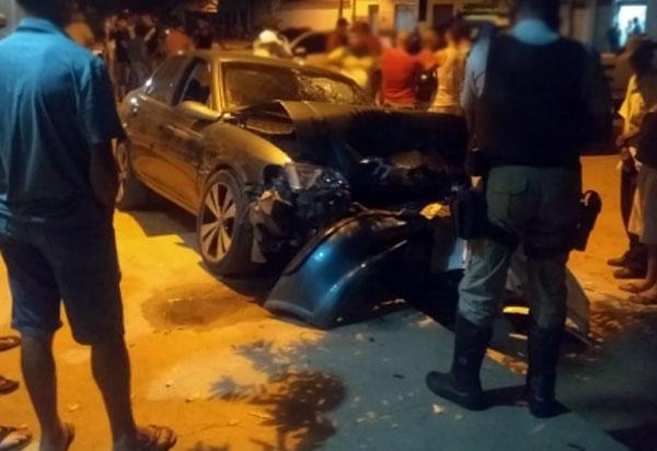 Brumado: homem é baleado, tenta dirigir o próprio carro em busca de socorro e colide contra outros dois veículos