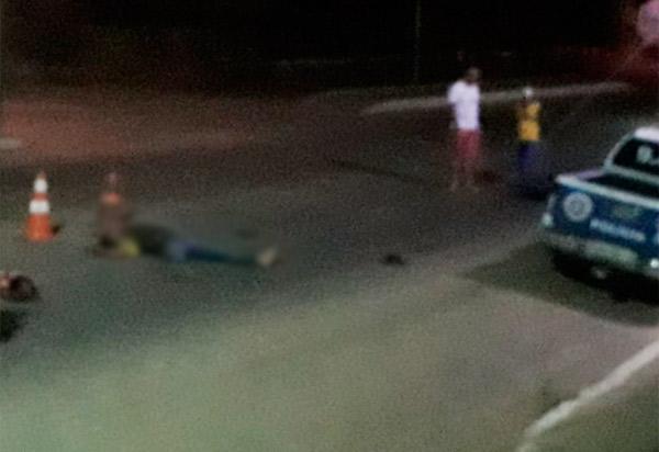 Livramento: homem colide moto contra viatura da 46ª CIPM em frente ao comando da companhia