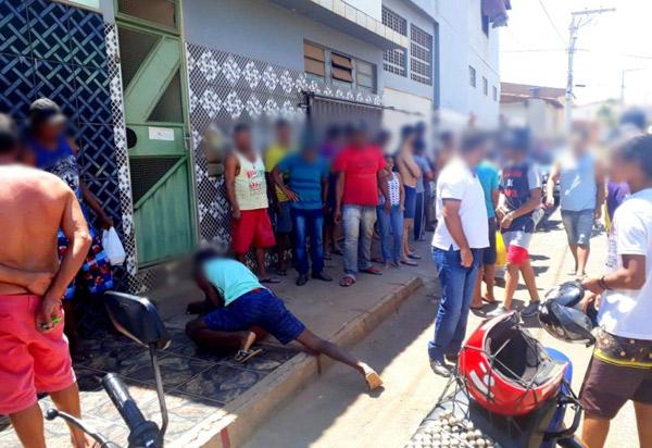 Homem tenta arrombar casa em Caetité e é imobilizado por populares