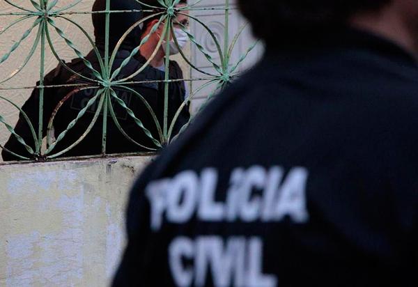 Homem estupra, cola olhos e boca da companheira na Bahia; Ele foi preso