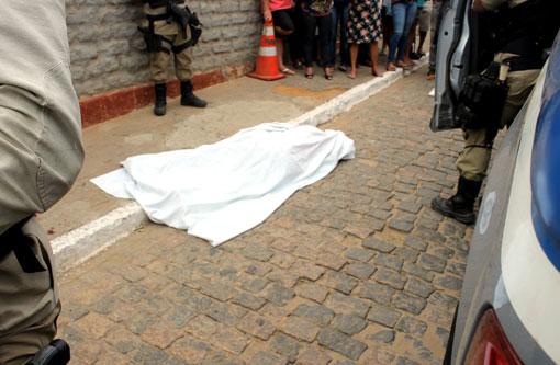 Crime Bárbaro: Assaltantes matam cliente dentro de mercadinho