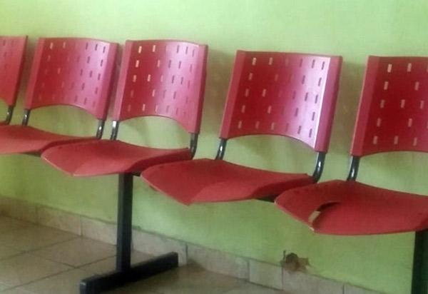 Paciente denuncia precariedade de assentos do Hospital Municipal de Livramento de Nossa Senhora