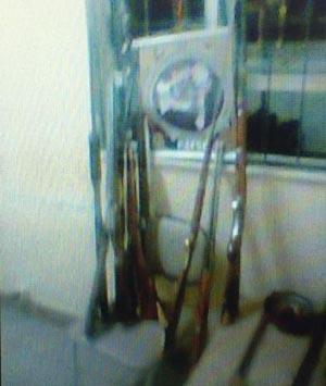 CAESG prende dono de oficina com 14 armas de fogo em Maracás