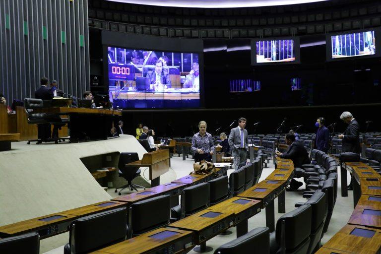 Câmara dos Deputados aprova auxílio de R$ 600 para pessoas de baixa renda durante epidemia