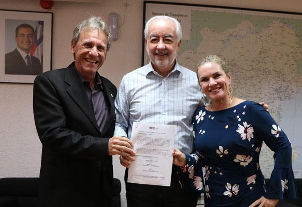 Ivana e prefeito assinam Ordem de Serviço para construção de estradas vicinais