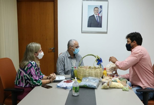 Ivana Bastos busca investimentos para agricultores familiares de Jacaraci