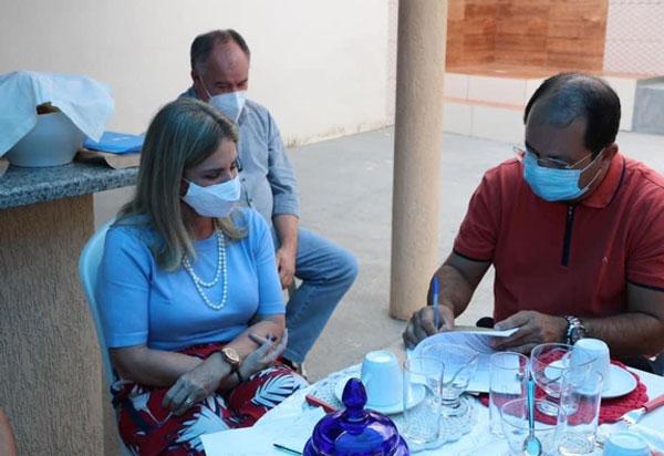 Ivana Bastos visita Jussiape e garante equipamentos para o hospital