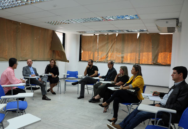 Ivana participa de discussão para implantar curso de residência médica no Hospital Regional de Guanambi