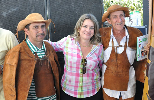 Lagoa Real: Ivana Bastos prestigia tradicional Missa do Vaqueiro